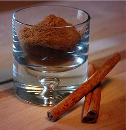 Ground cinnamon and raw cinnamon.