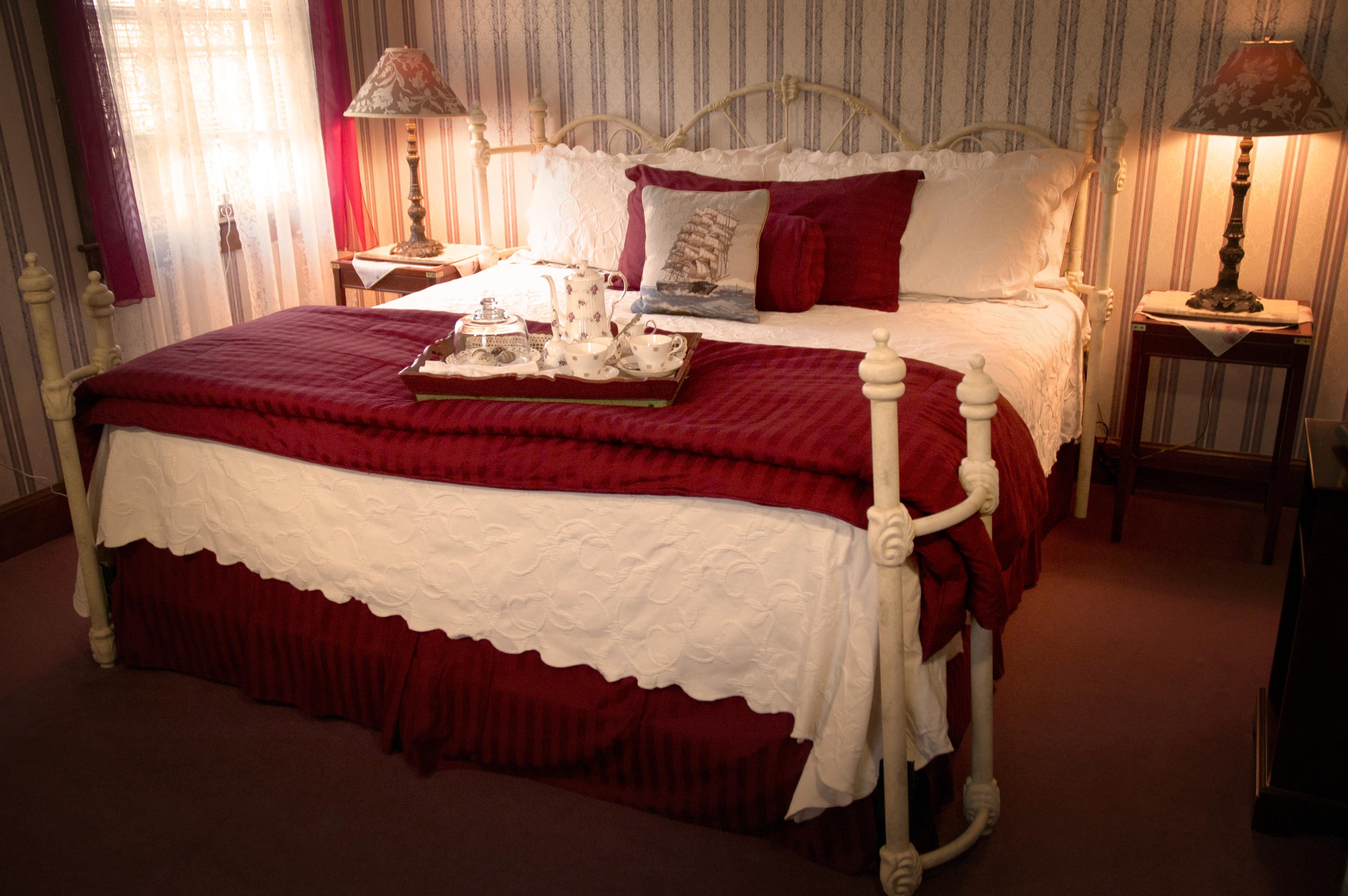 Cape Cod Bedroom 12 King bed, Jacuzzi Bathtub