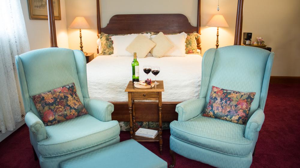 Robert Frost, room 6 luxurious bedroom