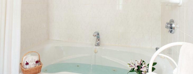 Room 5 - Emily Dickinson Room whirlpool bath