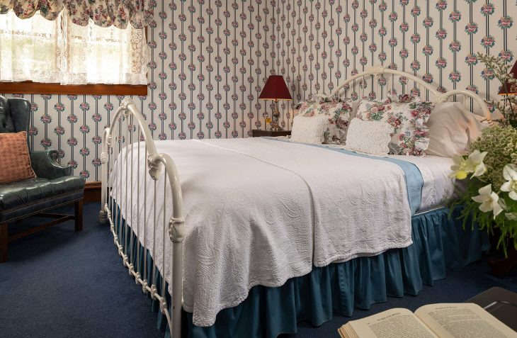 Places to Stay in Cape Cod - Room 4 the Ralph Waldo Emerson Room