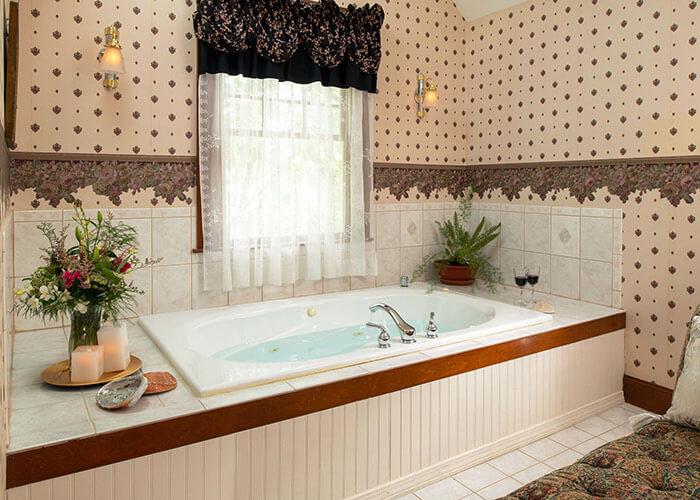 Henry James Penthouse bath