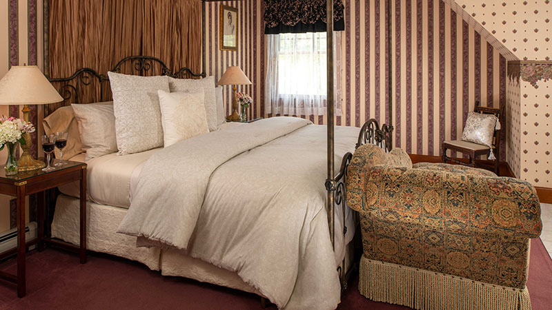 Comfortable guest room at Palmer House In