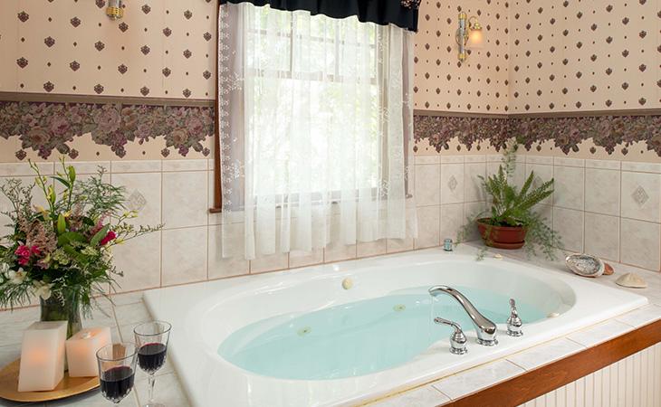 Romantic Rooms at Palmer House Inn